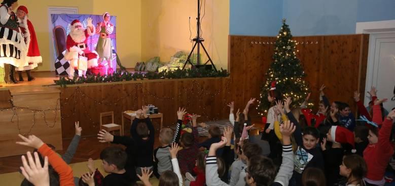 19 12 18 koromacno bozicna djecja predstava